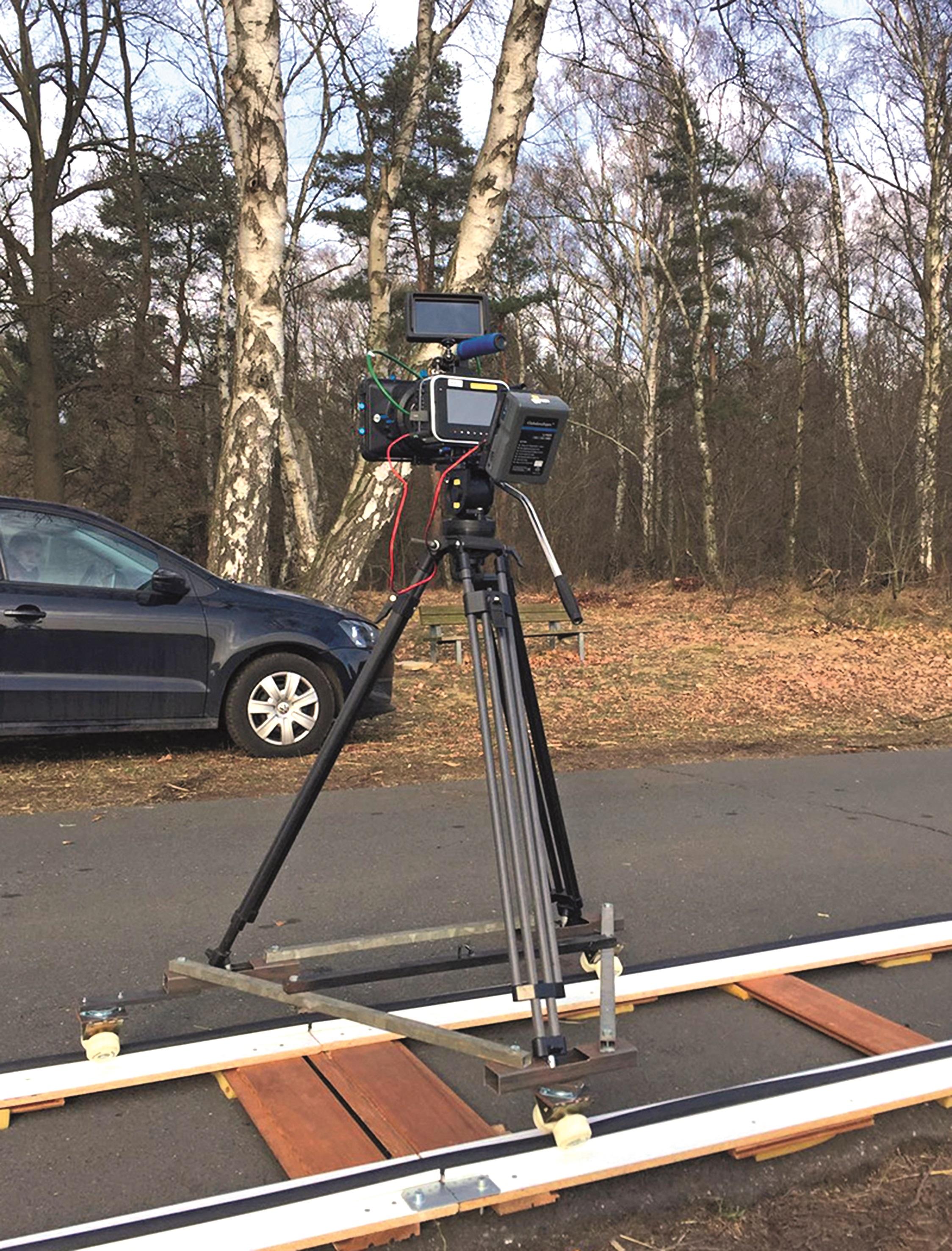 Für eine Blackmagic Cine Kamera ist dieser Monitor eine echte Hilfe am Set.