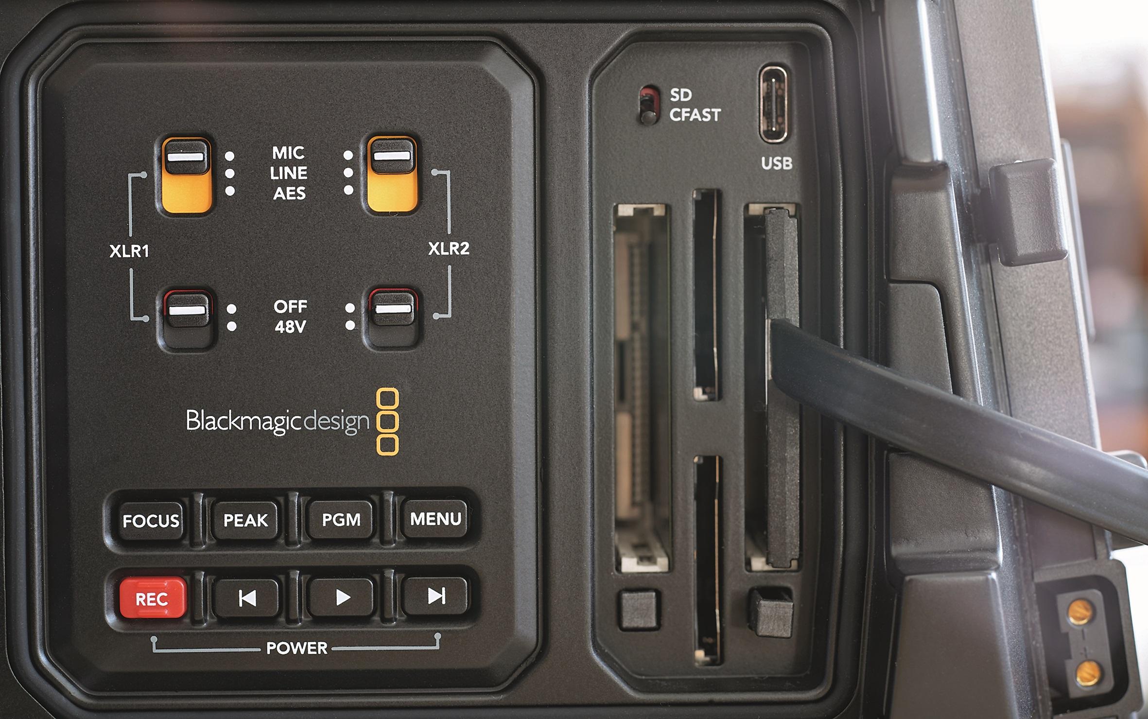 Nur im hinteren Slot funktionierte der Adapter im Test, aber vorn kann zusätzlich eine CFast-Karte genutzt werden.
