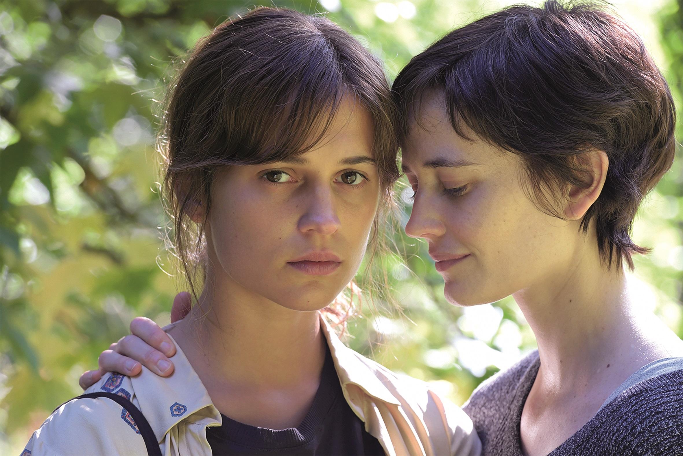 """""""Euphoria"""": Zwei Schwestern (Alicia Vikander, Eva Green), die sich viele Jahre nicht gesehen haben, treten eine bewegende Reise an. Der FFF förderte das komplett in Bayern (München und Dennenlohe) gedrehte Projekt."""
