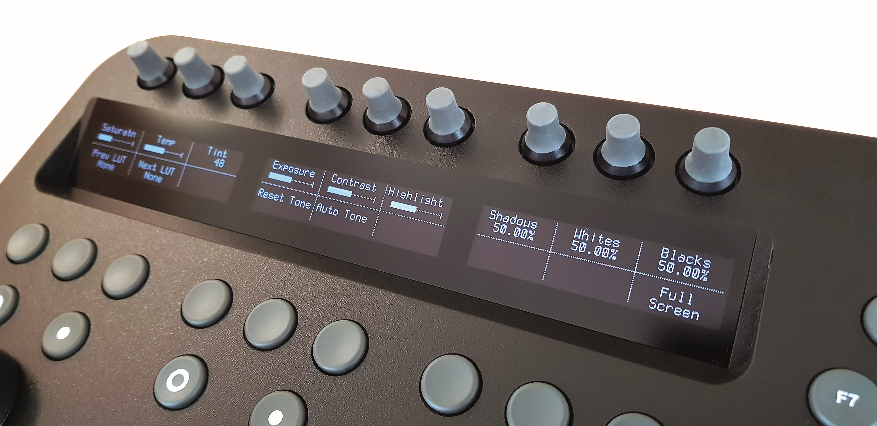 Displays und Drehgeber kommen aus der hochwertigen Element-Produktion. Die Strukturoberfläche des Wave 2 sorgt für ein wertigeres Look-and-feel.