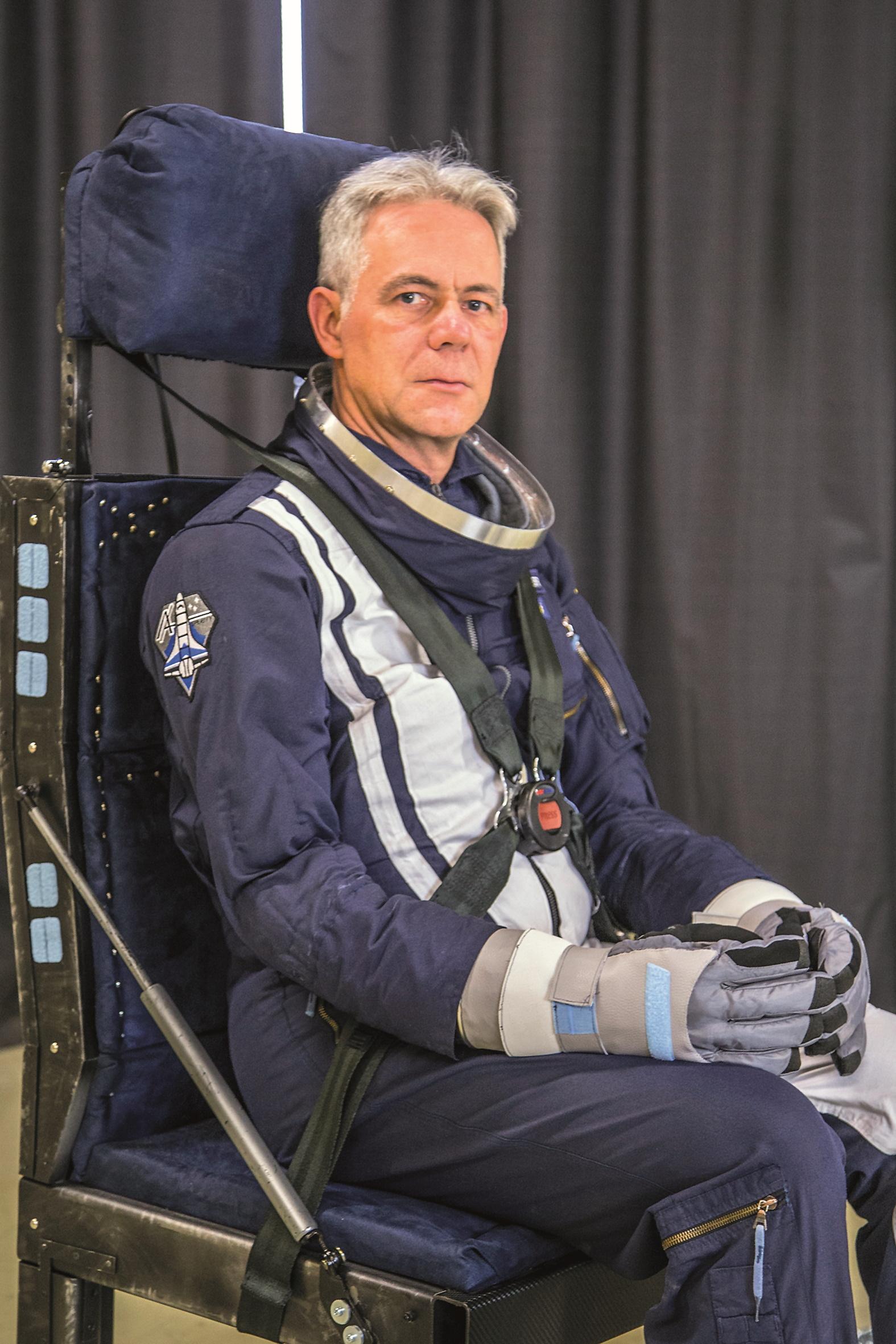 Stefan Ingenfeld als Astronaut Charles Overmyer im Pilotenstuhl auf der FMX